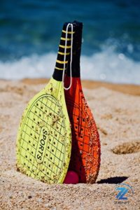 Jugar a palas de playa